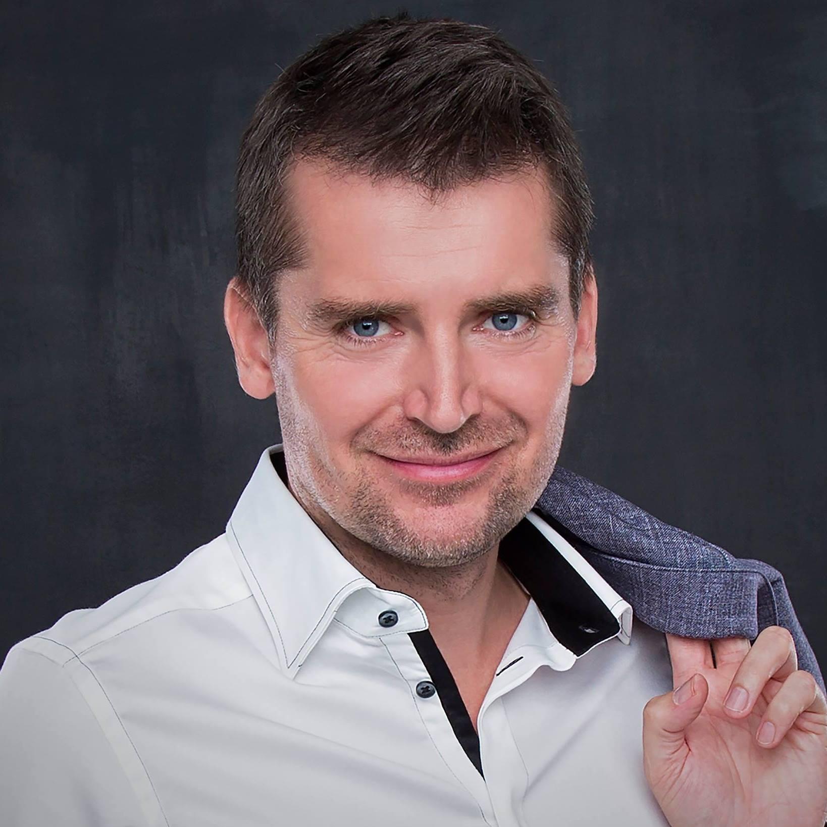 Kovács Zsolt Milán<BR> A SZÁMHÁBORÚ könyv szerzője<BR> okleveles adószakértő